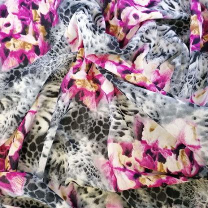 blommönstrad chiffong på leopardmönstrad botten